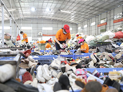 used-shoes-sorting